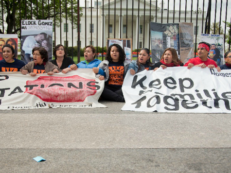 Illegal Immigrants Protest Outside White House, Not Fearing Deportation