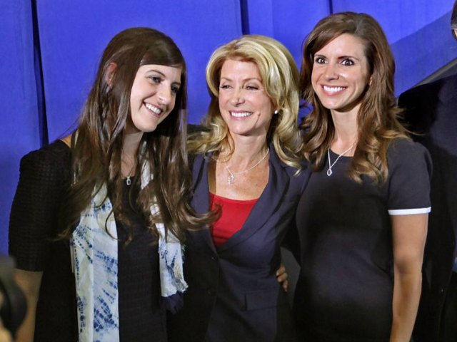 Wendy Davis's Daughters to the Rescue: 'She Doesn't Give Herself Enough Credit'