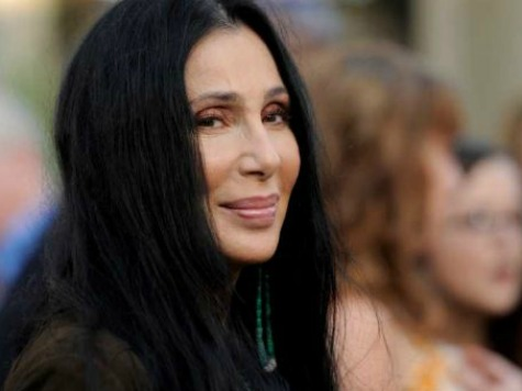 Cher Calls Sarah Palin a 'Dumb C-word' on Twitter