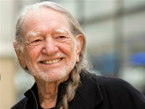 Willie Nelson on Migrant Children: 'Take Them In'