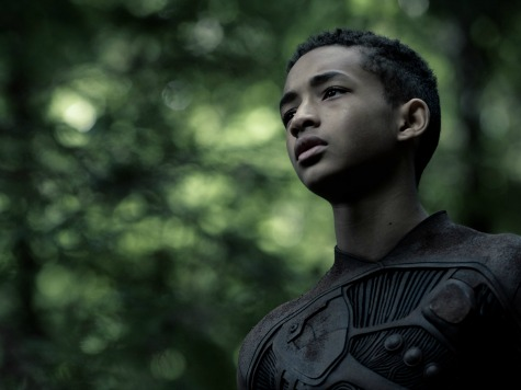 'After Earth' Review: Young Jaden Smith Outshines Father Will, Director Shyamalan's Latest Letdown
