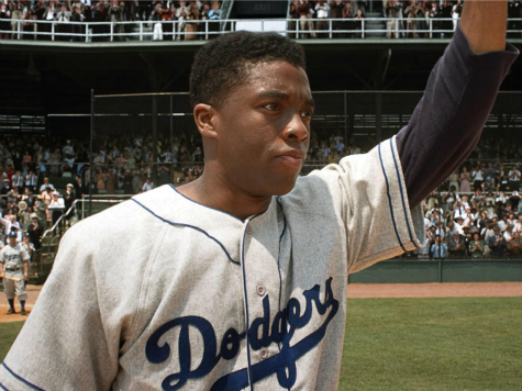 '42' Blu-Ray Review: Jackie Robinson's Story Painted with Elegant Strokes