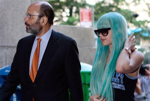 Amanda Bynes Cuts Deal in NY Bong-Toss Case