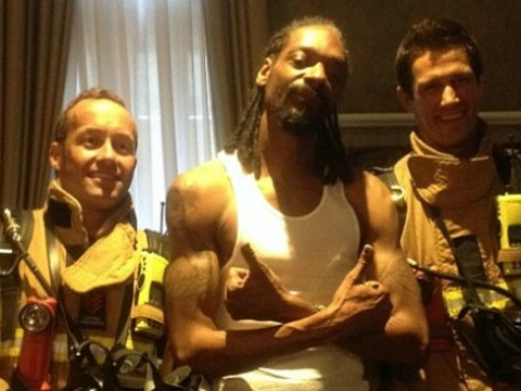 Snoop Dogg Chills With Firefighters After Setting Off Hotel Alarm