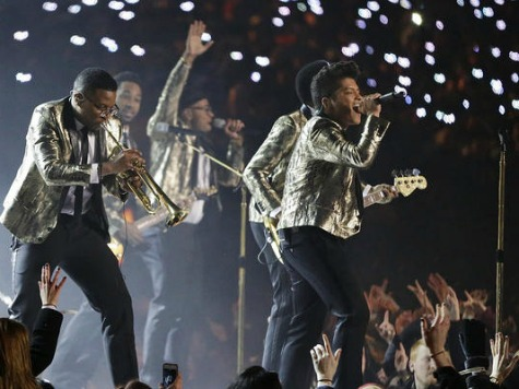 Super Bowl Halftime Show: Bruno Mars, Chili Peppers Let U.S. Troops Share the Stage