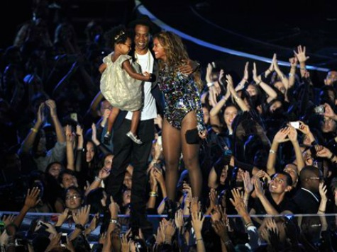 Beyonce Rocks VMAs, Celebrities Give Moment of Silence for Michael Brown
