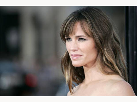 Jennifer Garner Calls Hollywood Out for Sexism