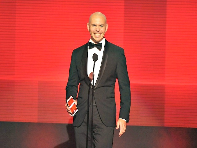 Pitbull to Minorities at American Music Awards: 'We Can All Stay'