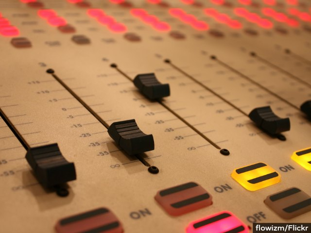 'Union Radio' Struggling Thanks to Dwindling Labor Dues