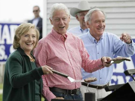 Disengaged Hillary Clinton Doesn't Impress Media in Iowa