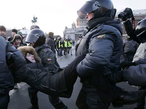Hundreds of Anti-Putin Protesters Detained in Russia