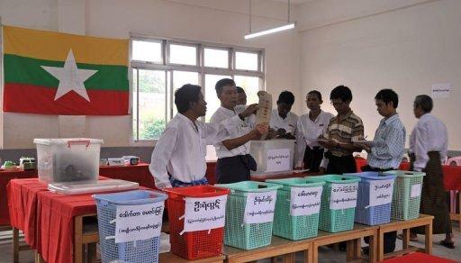 US Lifts Myanmar Sanctions to Reward Reforms