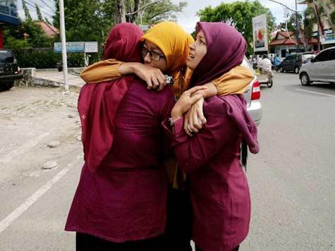 India ends tsunami alert after Indonesia quakes