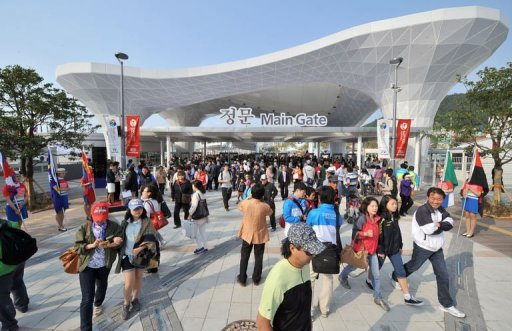 S. Korea expo draws tens of thousands on first day