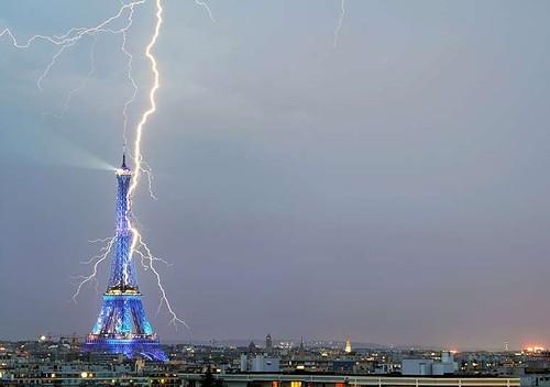 Blitzed! Hollande's Plane Struck by Lightning; Abandons German Trip