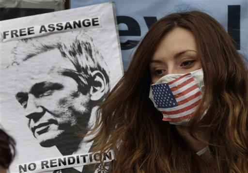Ecuador's Envoy Heads to Quito for Assange Talks