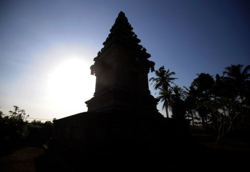 Bali Mulls 'No Sex' Signs After Couple Caught in Temple