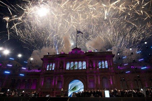 Huge Crowd Cheers Argentine Leader's 10-year Rule