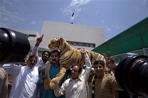 Pakistani Parliament Elects Nawaz Sharif as PM