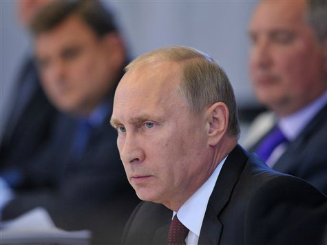 Putin Urges US to Hold Off on Striking Syria
