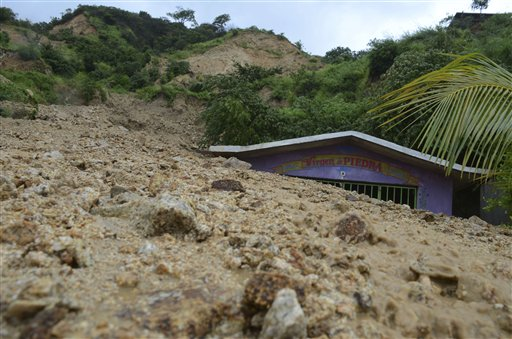 Acapulco Tourists Stranded; Mexico Death Toll from Storms 38