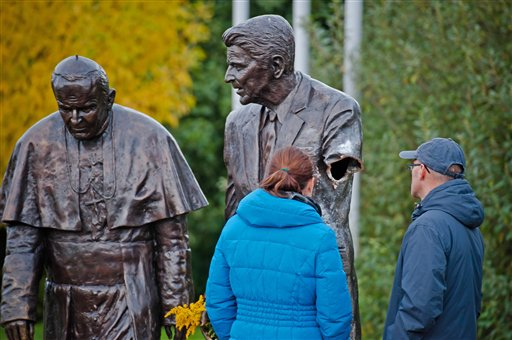 Arm Cut Off of Reagan Statue in Poland