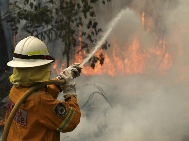 Australian PM Joins Volunteer Brigade to Fight Wildfires
