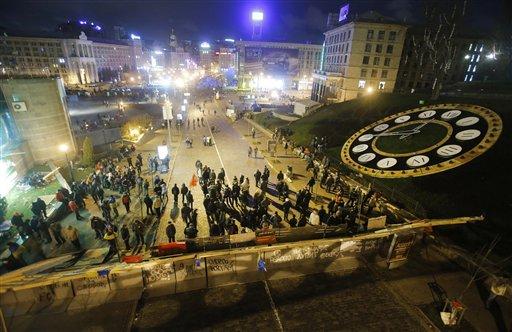 Ukraine: Protesters Besiege Government Building