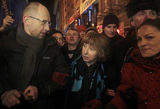 Spurned by President, EU Embraces Ukraine Protest
