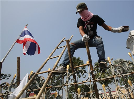 Thai Protesters Cut Off Power to PM's Offices