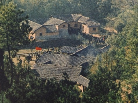 Communist Leader Mao Zedong's Home Re-Opens: Young Chinese People 'Giggled'