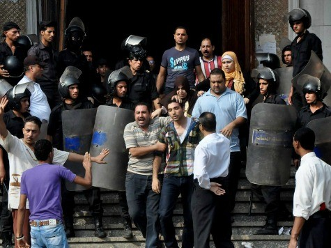 Egyptian Forces Storm Mosque Occupied by Morsi Supporters