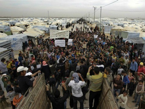 Obama Admin Considers Resettling Thousands of Syrian Refugees in U.S.