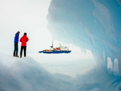 Chinese Ship Breaks Free of Ice in Antarctica