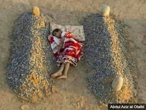 Photo of Syrian Child Sleeping Between Graves of Parents a Hoax