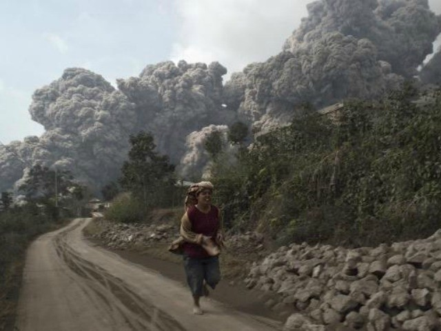 Indonesia Volcano Erupts Again; Kills at Least 14