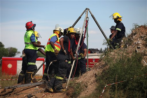 South Africa: Hundreds of Illegal Gold Miners Trapped