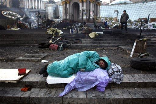 Ukrainian Parliament Approves New Charter, Amnesty