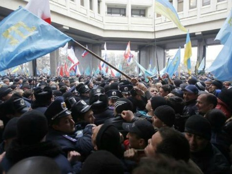 Fights Break Out in Crimea Between Pro-Kiev, Pro-Moscow Protesters