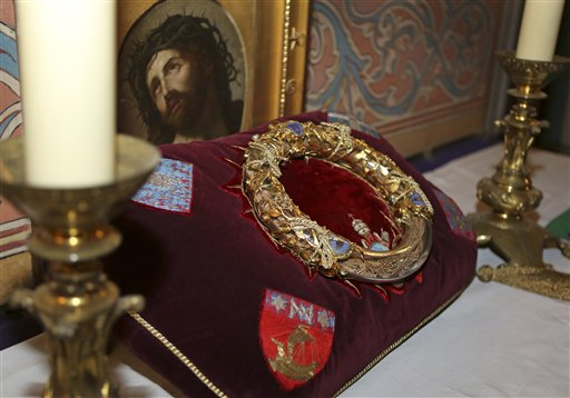 Jesus' 'Crown of Thorns' Shown at Notre Dame