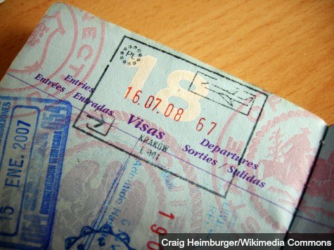 Polish Citizens Renewing U.S. Visa Applications in Fear of Putin's Push