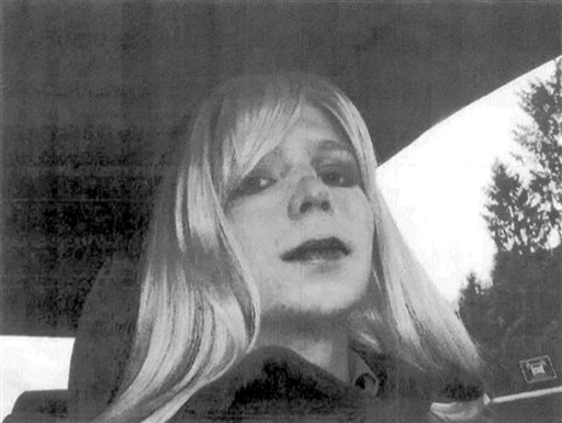 Pentagon OKs Manning Transfer for Gender Treatment