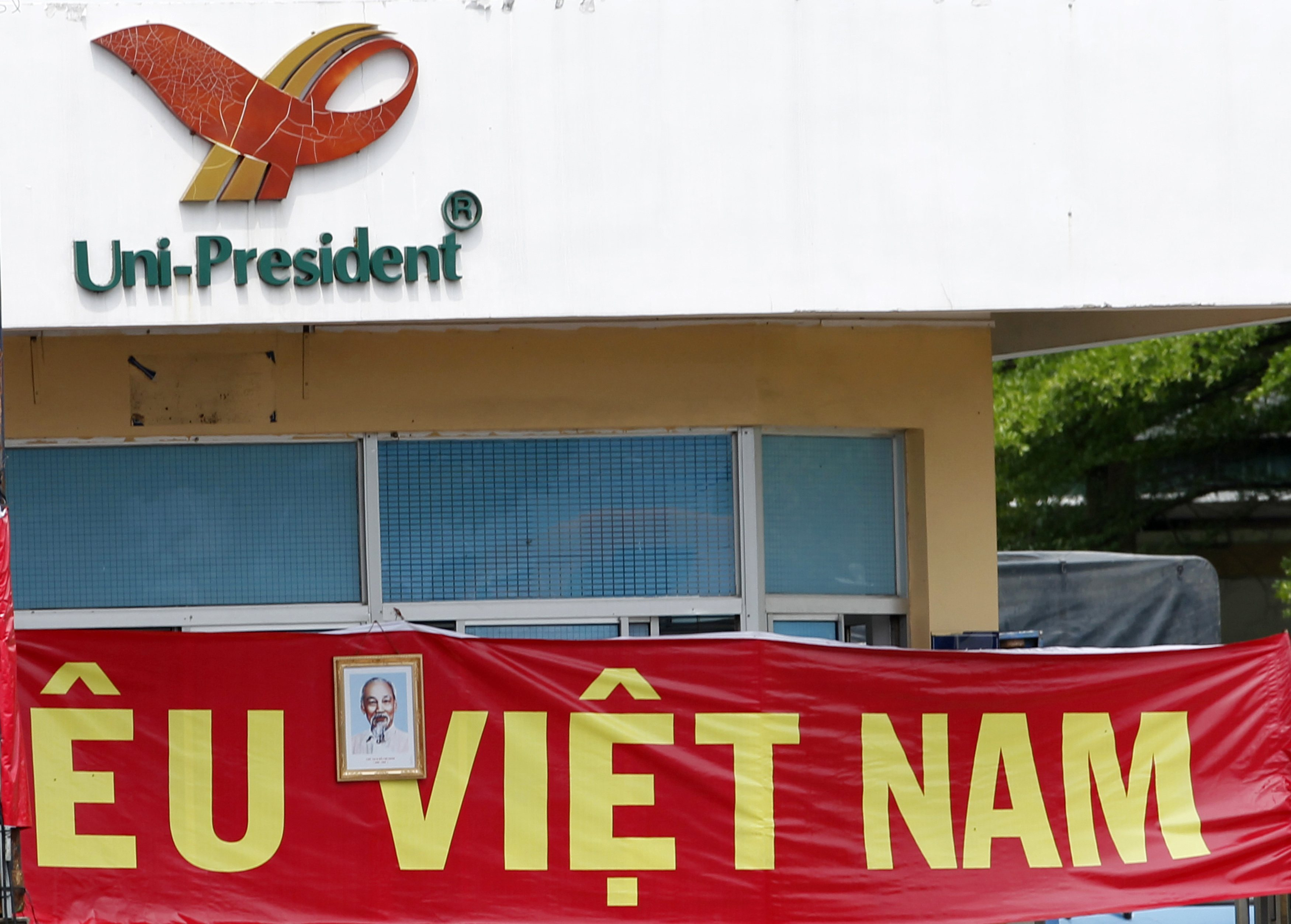 More than 3,000 Chinese Evacuated from Vietnam