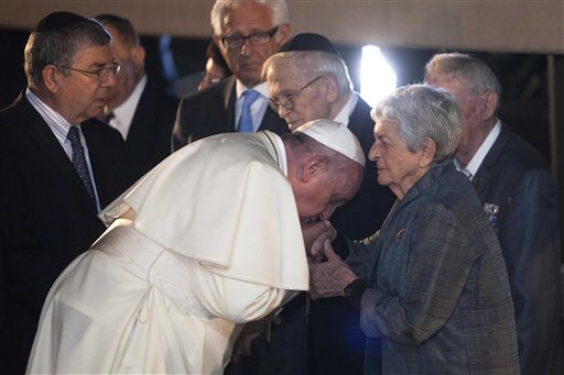 Pope Honors Holocaust Survivors in Israel