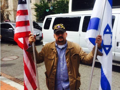 VIDEO: Pro-Israel Marine Corps Vet Harassed by Mob at DC Pro-Palestine Protest