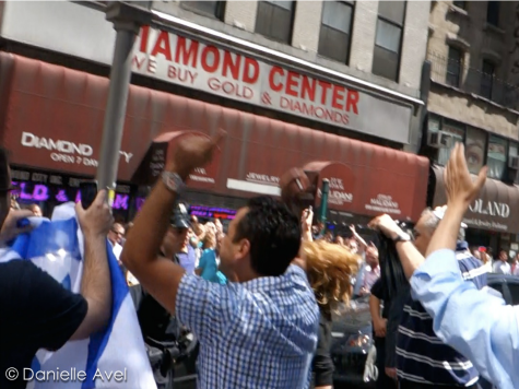 Video: Joyous Pro-Israel Rally Overwhelms Protesters in NYC