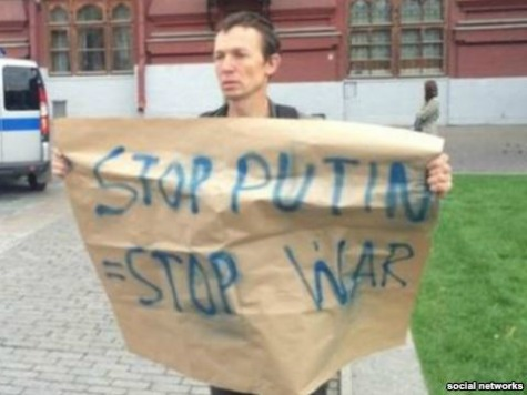 Russian Authorities Arrest Russians Protesting Invasion of Ukraine