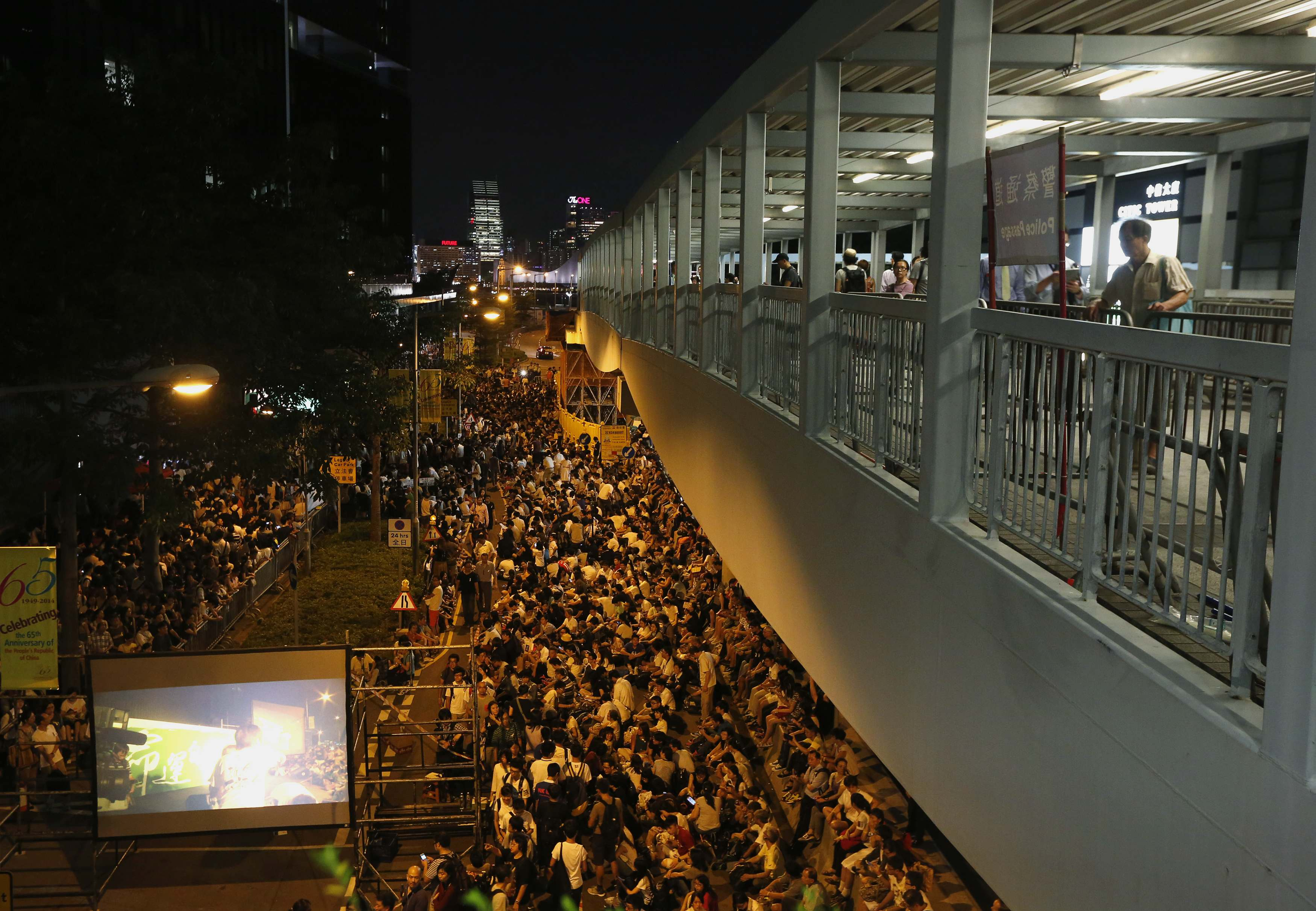 Hong Kong Students Storm Government HQ to Demand Full Democracy