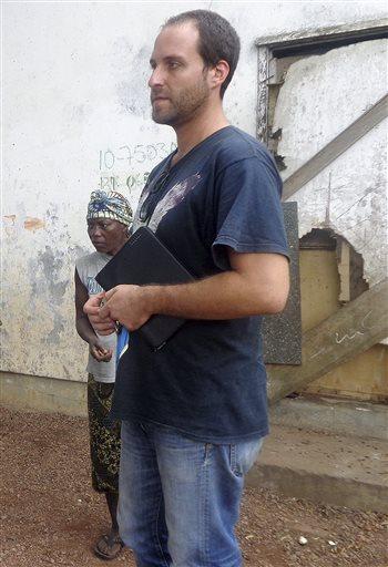 Cameraman Suffering from Ebola Arrives in Nebraska