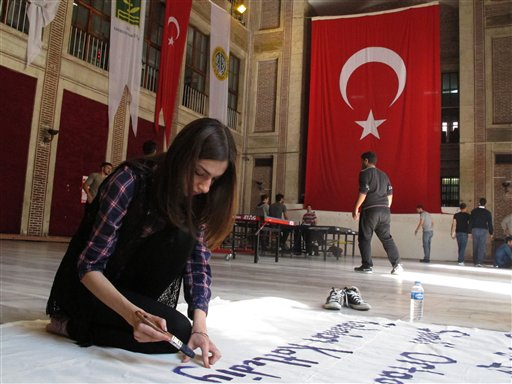Istanbul Rattled by Signs of Islamic State Support
